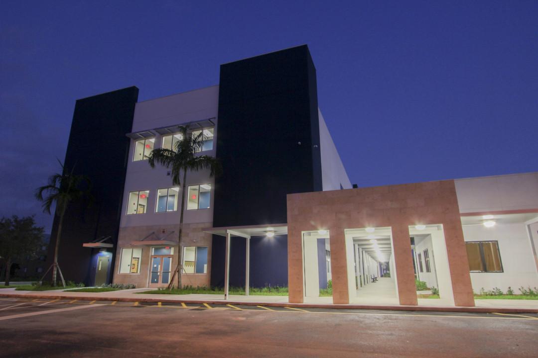 image-posnack-school-facade