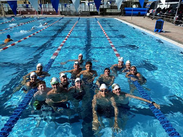 Team in pool