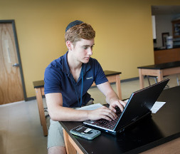 photo male fischer high school student with laptop